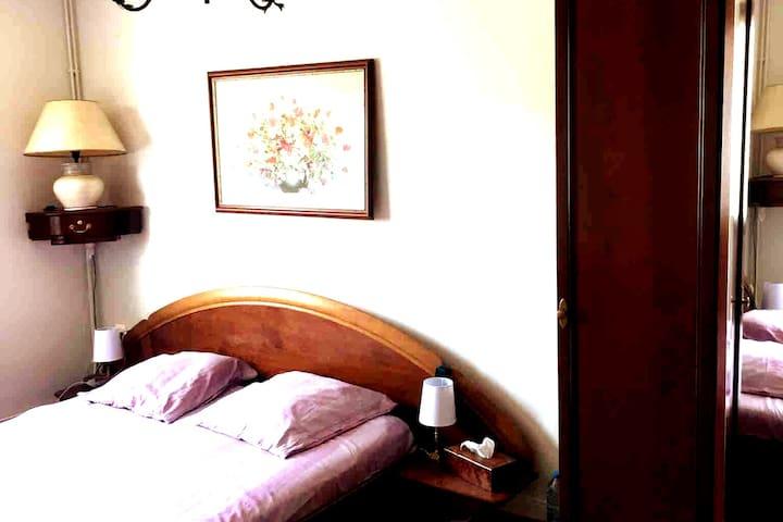 Chambre N°1 dans maison chaleureuse