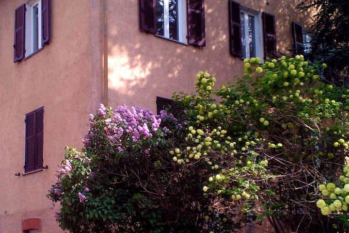 Cantalupo Ligure的民宿