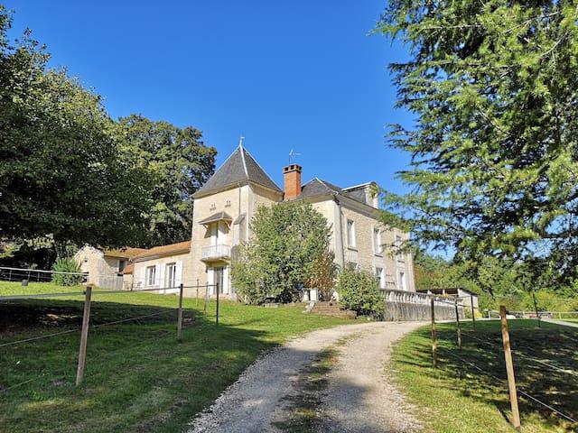 Château-l'Évêque的民宿