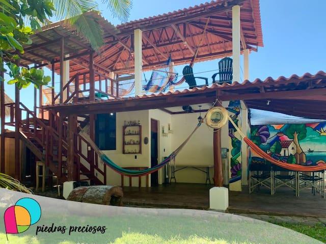 Rancho frente a Playa El Sunzal, con amplia vista