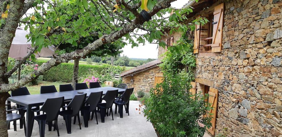 Oradour-sur-Vayres的民宿