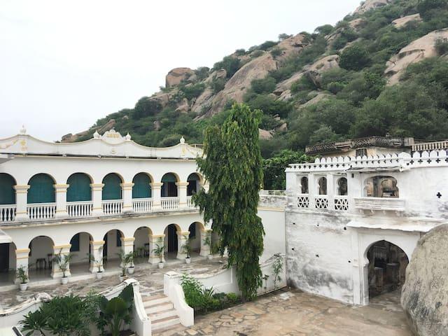 Bisalpur的民宿