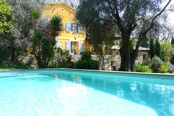 Charming house with swimming pool