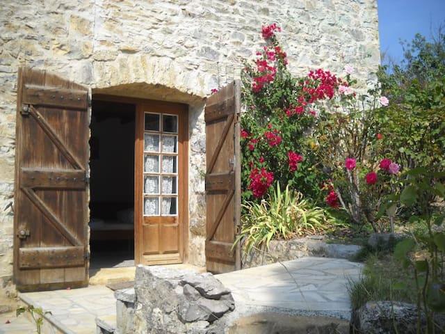 Roquetaillade的民宿