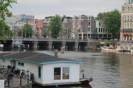 Family Houseboat in City Center