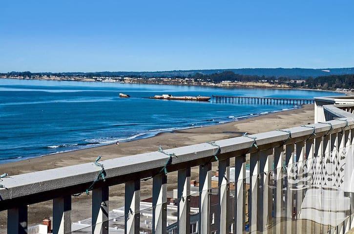 Modern Ocean View 2 BD w Parking.