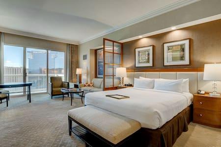 ★MGM Penthouse★ Balcony Strip View No Resort Fee!