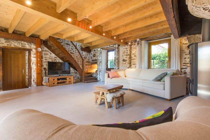 Maison en pierre à proximité du lac d'Aiguebelette