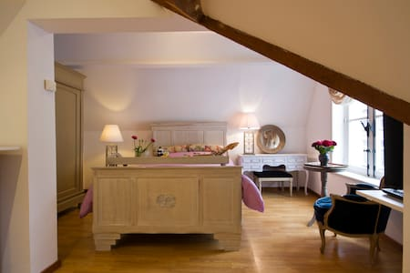 """Brugge's House of Friends """"An Exclusive Loftroom"""""""