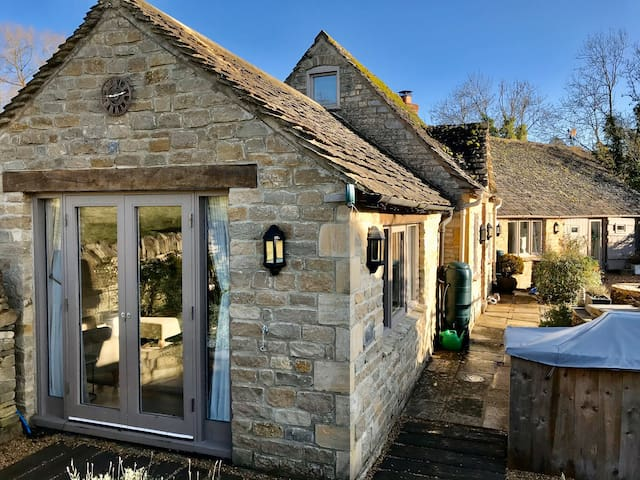 *NEW* Old Forge Cotswolds Cottage Nr.Stow-on-Wold