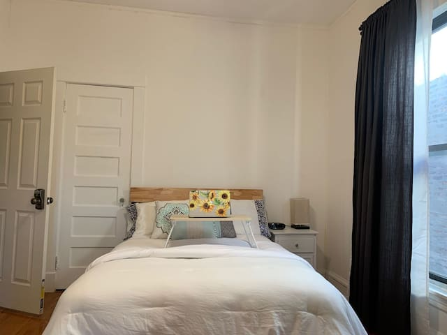 #5 Comfy&Convenient bedroom Shared bath in Uptown,