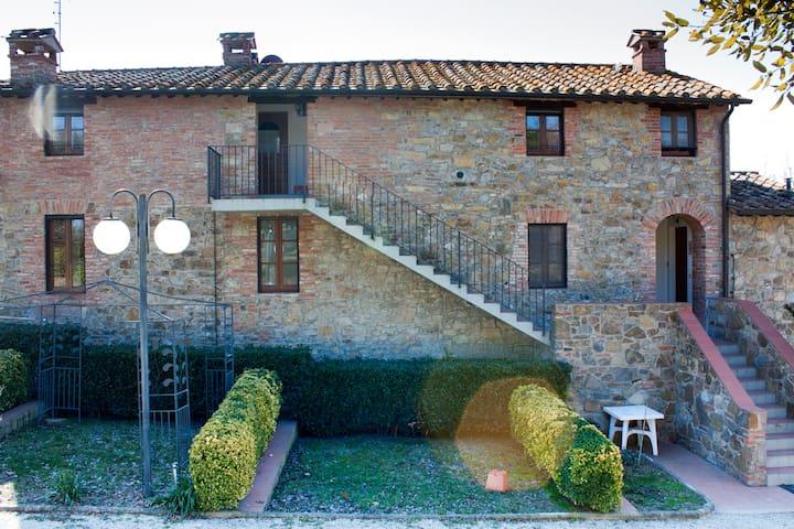 Farmhouse with pool Paciano Umbria