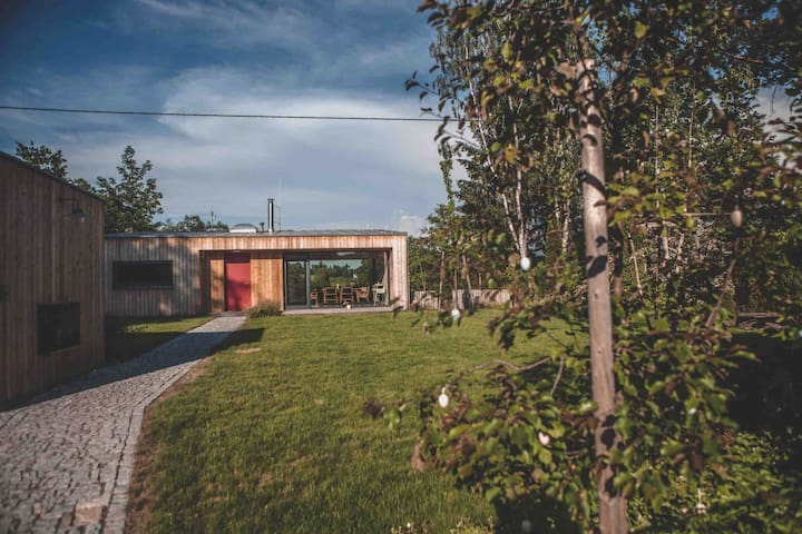 Modern cabin by the river | 30 min from Prague |