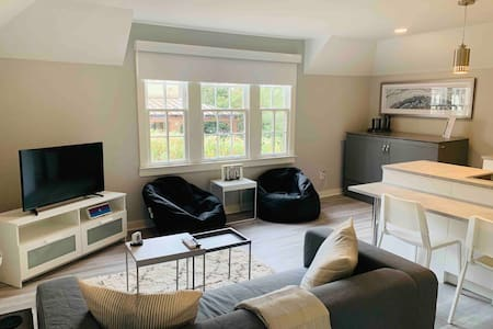 Newly Renovated Carriage House in Central Gardens