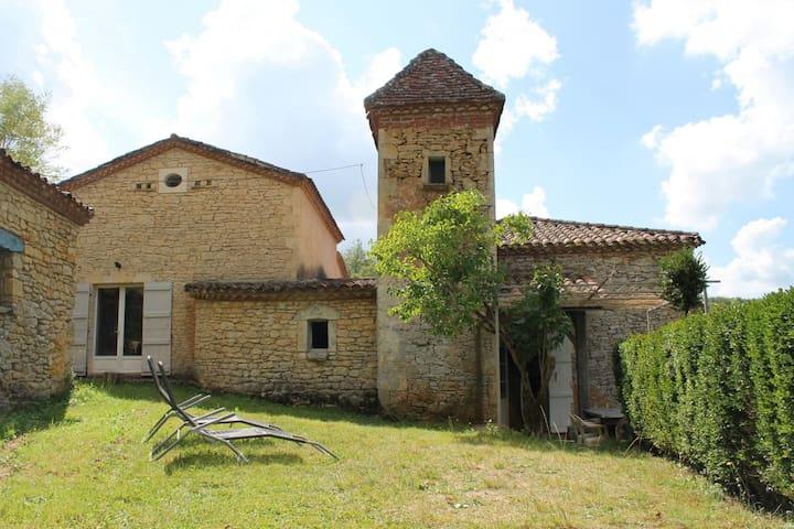 Sauveterre-la-Lémance的民宿