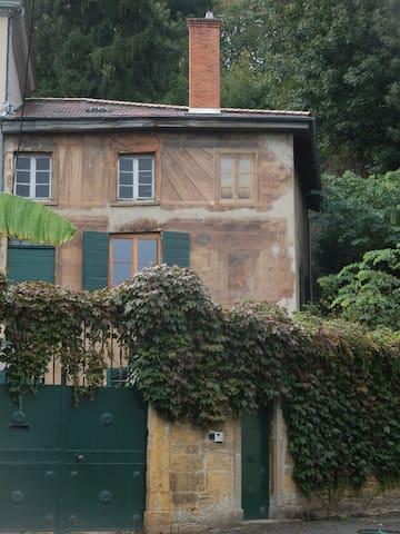 Collonges-au-Mont-d'Or的民宿