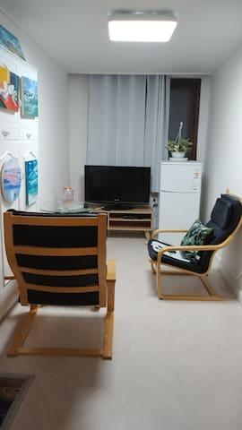 cozy and quite room 탑석역 걸어서5분거리. 방 두개와 거실이 있는집전체사용