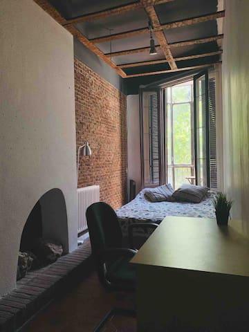 Big Confortable Bedroom With Terrace in Gran Vía