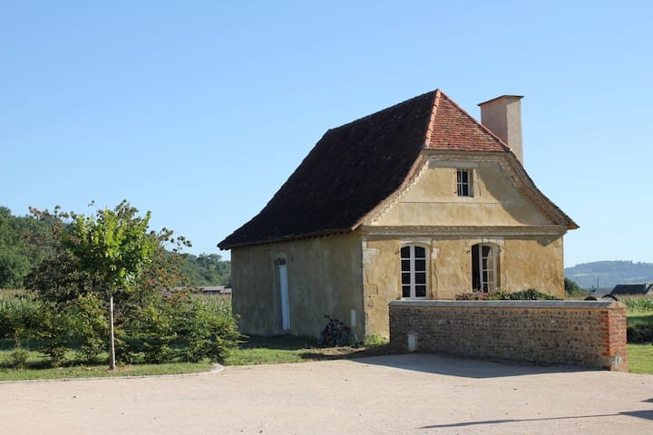 Taron-Sadirac-Viellenave的民宿