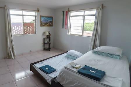 Cozy Santa Lucia, 2 person private bedroom