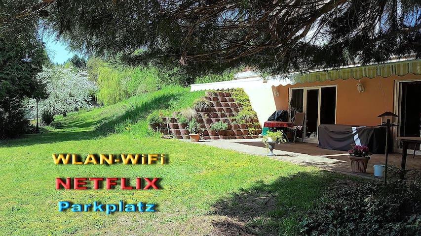 Nette Ferienwohnung mit Sonnenterasse und Garten