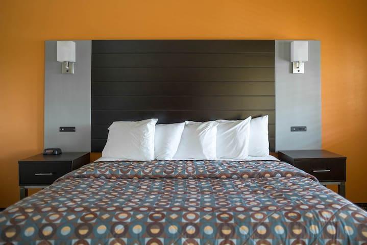 Hotel Solares King near Santa Cruz Beach Boardwalk
