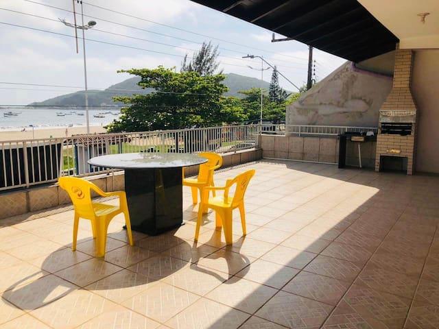 Praia da Enseada的民宿