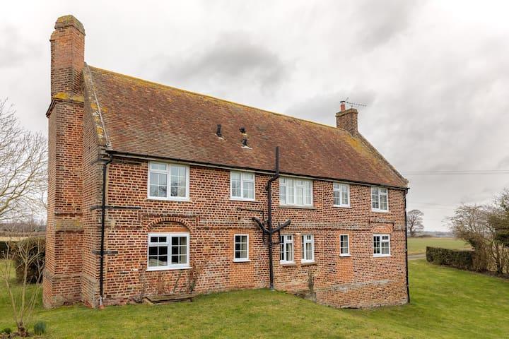 Tickenhurst House. Self Catering 5 Bed Farmhouse
