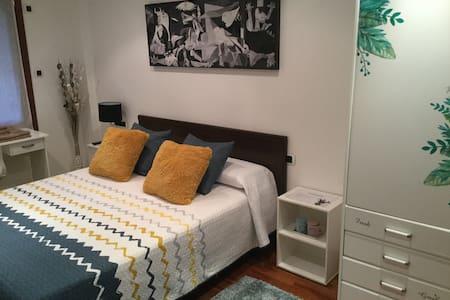 Room in the old town (Ref: L-BI-132)