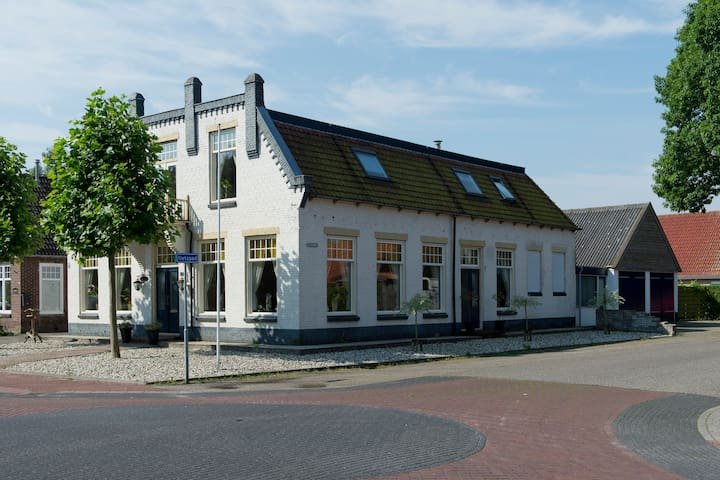 B&B in characteristic Fries cafe