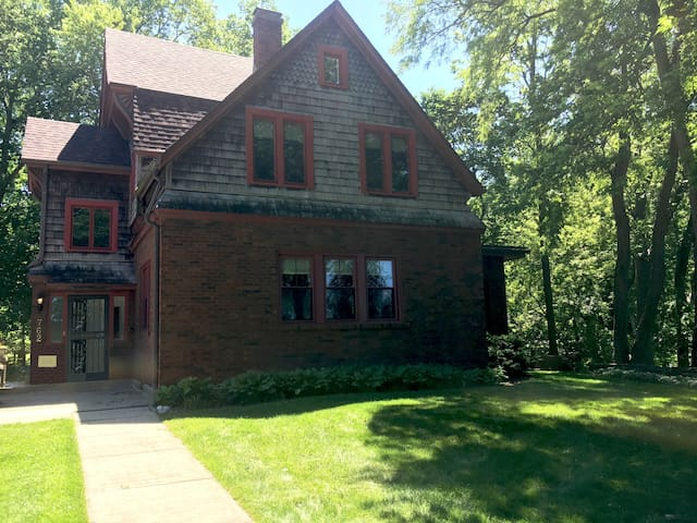 History and luxury on the Kankakee River.