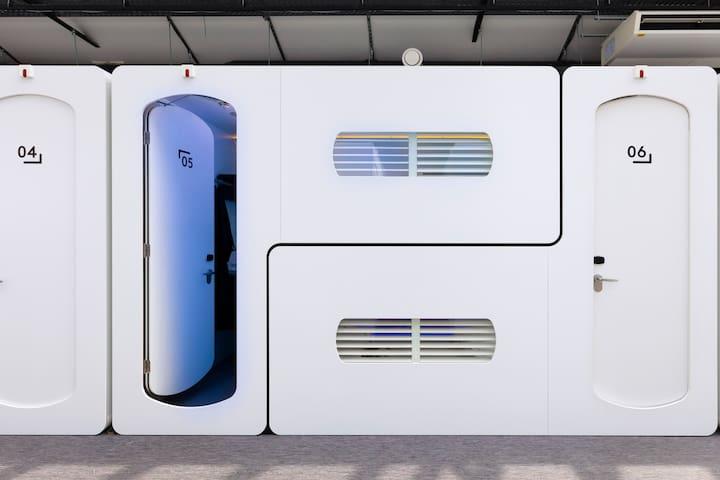 Sleep in a Hub!