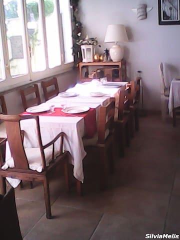 Campagnano di Roma的民宿