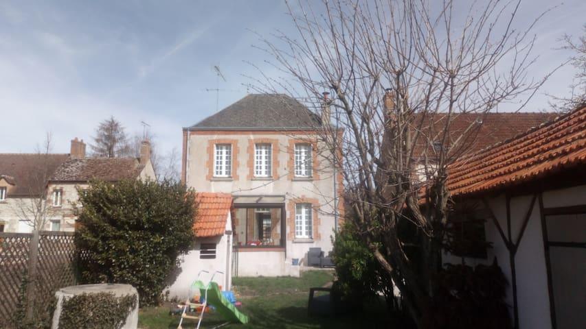 Jouy-le-Potier的民宿