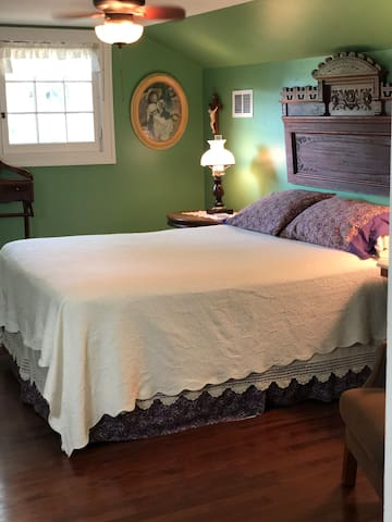 The Acorn Bed & Breakfast  - Queen