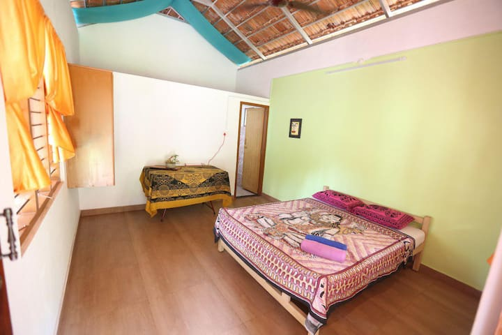 Cottage with private kitchen in varkala cliff