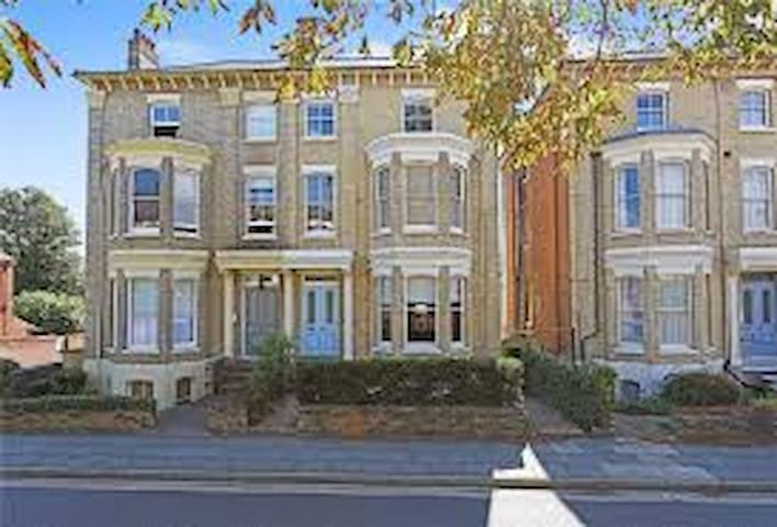 Garden flat. Double OR Twin bedrooms. Near centre
