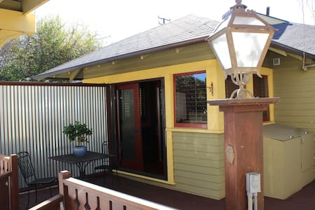 Private Cozy 1 Bedroom Attached Separate Entrance