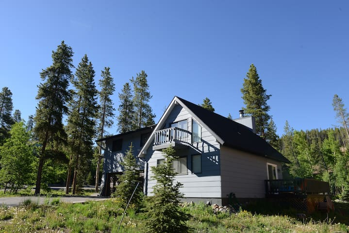 3 Bdrm on Free Shuttle, minutes to town,