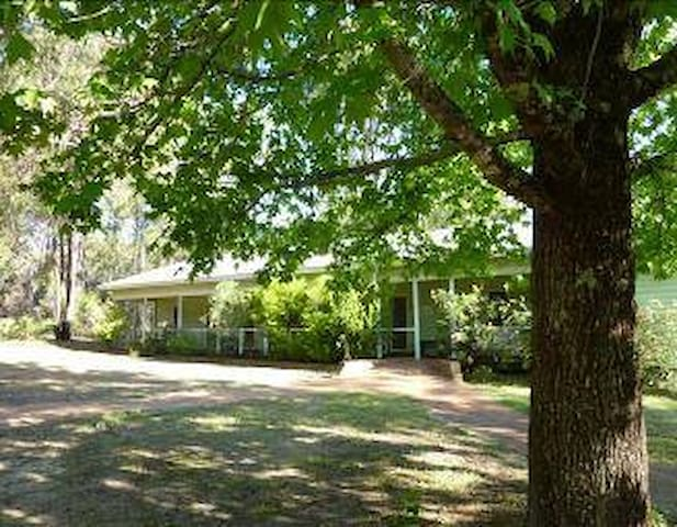 Jarrah Forest Lodge - Single Room with Linen