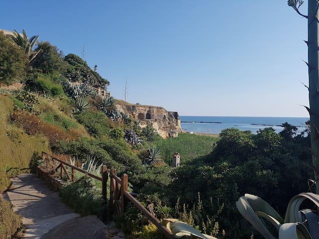 Domus Neroniana - Ingresso privato alla spiaggia.