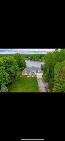 Canadian Lakes的民宿