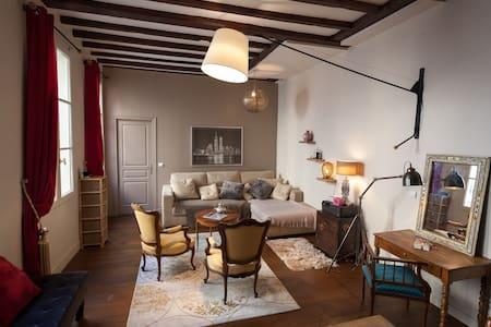 Beautiful cosy bedroom Marais-Répu.