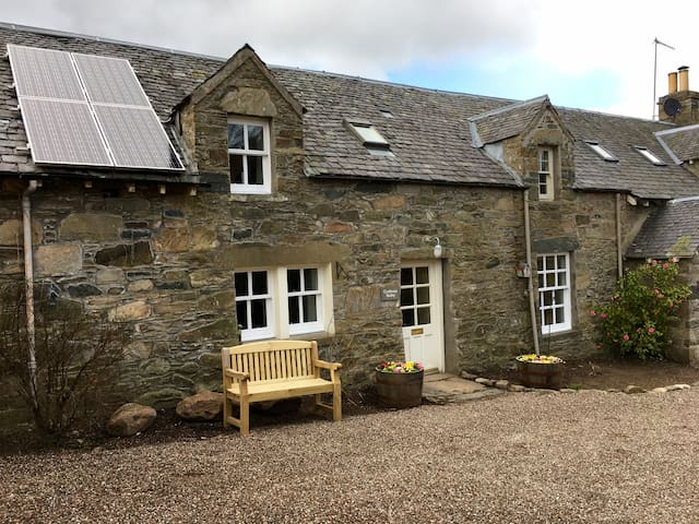 Traditional 1 bedroom holiday cottage Aberfeldy