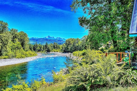 Clean safe haven on Skykomish with ozone Jacuzzi