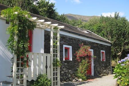 Four Directions Cottage - Unique