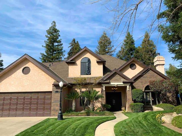 Elegant Mini-Mansion home in North Fresno,3100sqft