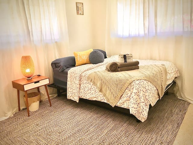 Charming & Relaxing Getaway Suite w/ Breakfast