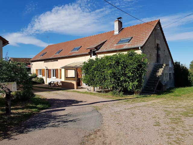 Sauvagny的民宿