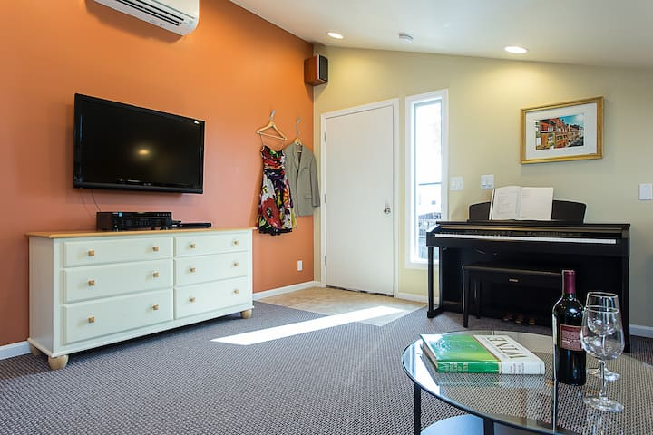 Luxury Apartment - Right in the Heart of SoCo